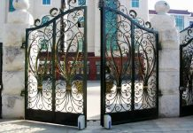 Mẫu cổng sắt họa tiết hoa cỏ
