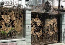 Cửa cổng hoa sắt đẹp hình bướm kết hợp cây cỏ 50