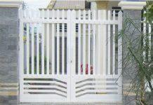 Cửa cổng sắt 2 cánh đơn giản hàng rào sắt màu trắng đẹp 56