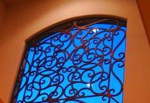Song sắt cửa sổ hoa văn cầu kỳ