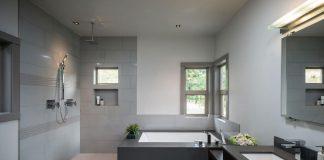 Lưu ý nhà tắm không nên thiết kế quá kín khít mà phải có nơi thông gió tốt